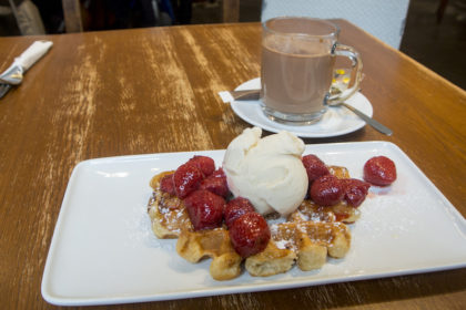 liège waffles and hot chocolate at Maison Dandoy