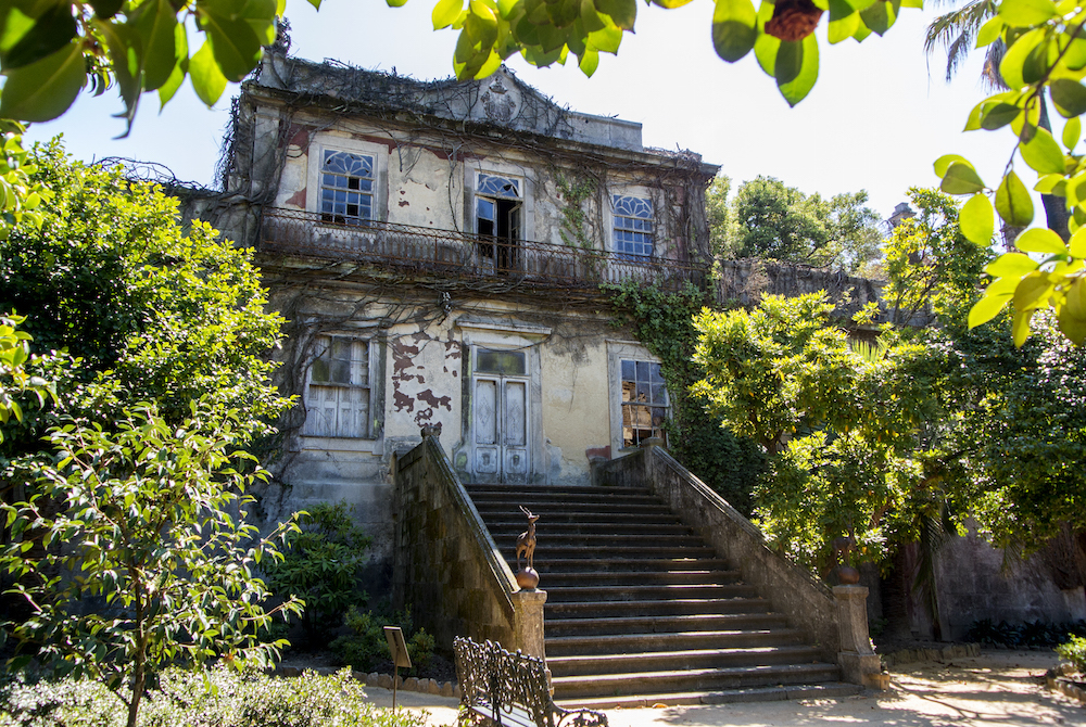 dilapidated house set in Parque da Quinta das Devesas