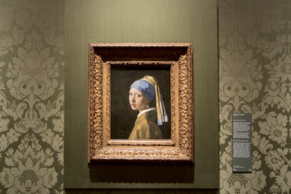 "Vermeer's ""Girl with a pearl earring"" at Mauritshuis"